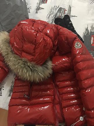 s Beden Moncler rugan kırmızı mont etiketli