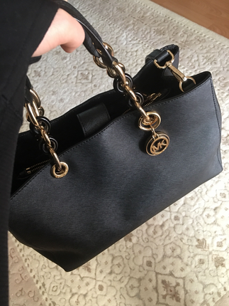 MK çanta
