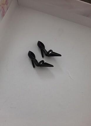 Siyahın Asaleti bebeğinin ayakkabısı