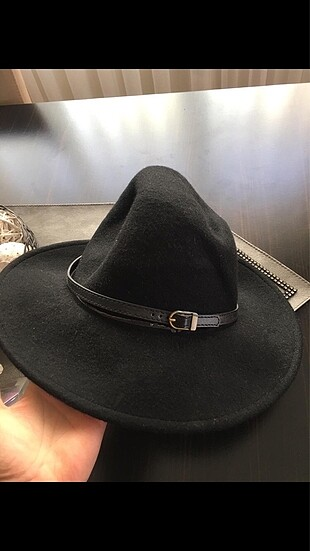 Kemerli keçe şapka