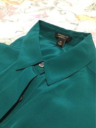 Yeşil ipek gömlek