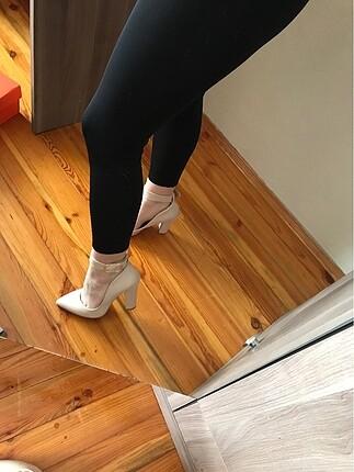 Bambi Krem rengi topuklu ayakkabı