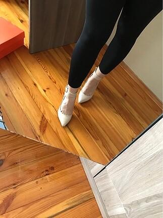 36 Beden Krem rengi topuklu ayakkabı