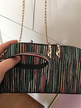 El çantası ve askılı çanta