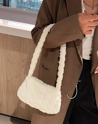 Beden Beyaz kalpli peluş çanta