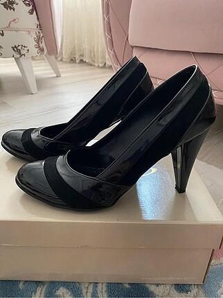 Topuklu rugan ayakkabı