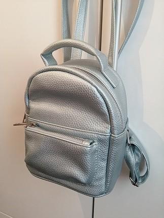 Parlak buz mavisi sırt çantası