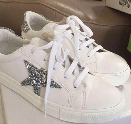 Yıldızlı spor ayakkabı
