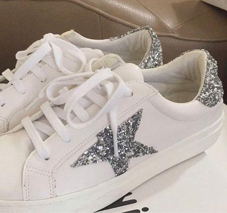 38 Beden Yıldızlı spor ayakkabı