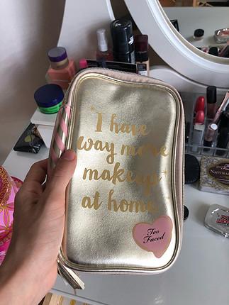 Too faced makyaj çantası iki kez kullandım