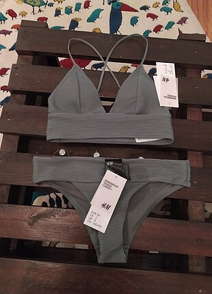 H&M 34 beden bikini takımı etiketi üzerinde