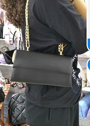 Siyah zincirli çanta