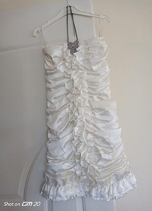 Beyaz elbise diz üstü