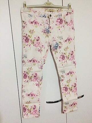 Beyaz Çiçekli Pantolon