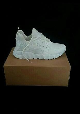 Nike beyaz ayakkabi