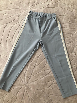 Buz mavisi beyaz çizgili beli lastikli kumaş pantolon