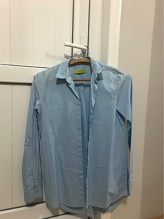 Bebek mavisi gömlek
