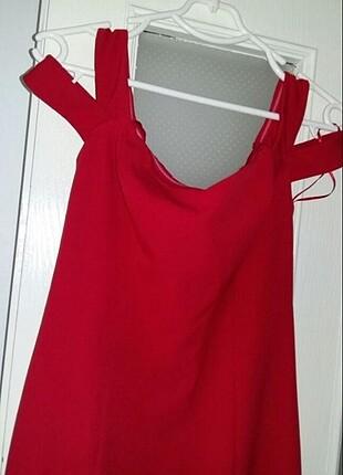 Fabrika kırmızı elbise