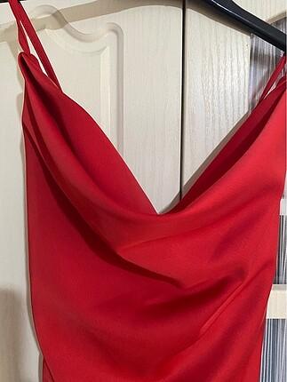 Saten kırmızı elbise