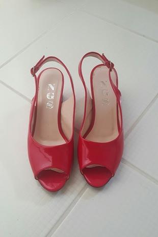 kırmızı çok şık ayakkabı