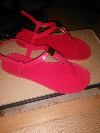 sandalet az kullanıldı