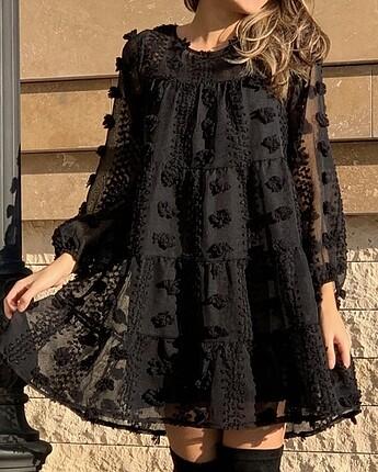Siyah tül ponponlu elbise