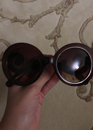 Koyu kahve güneş gözlüğü çok şık