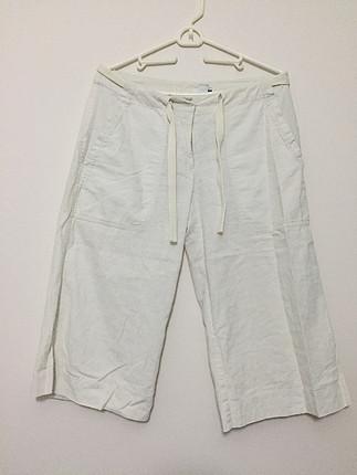 Beyaz kısa pantolon