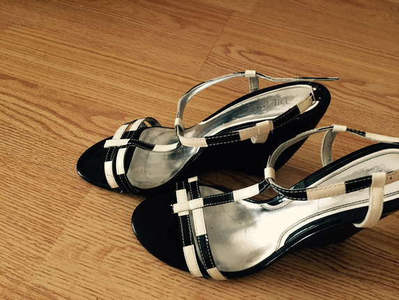 Dolgu topuk şık ayakkabı