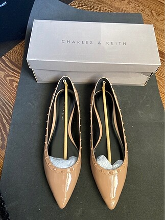 Charles & Keith babet