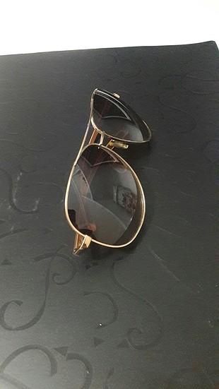 Diğer kahverengi gözlük
