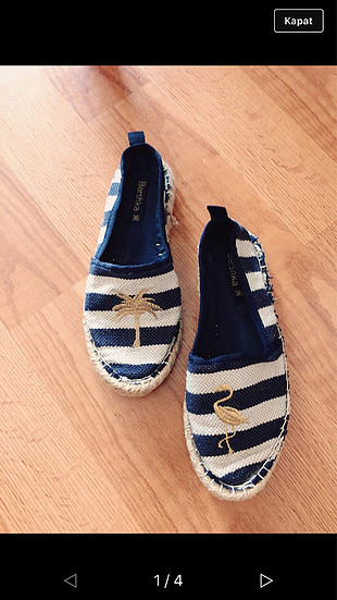 Çizgili ayakkabı
