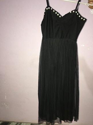 siyah alt tarafı tüllü elbise