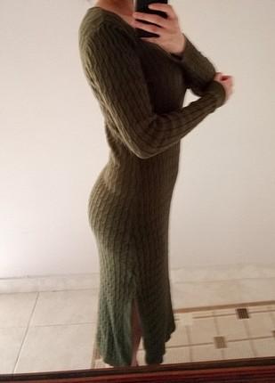 yan yirtmaçli triko elbise