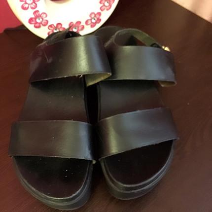 Kalın tabanlı elle marka sandalet
