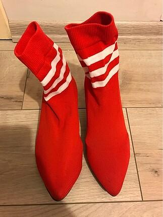 Kırmızı çorap çizme