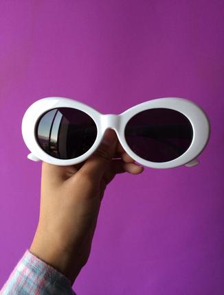 Beyaz tarz gözlük