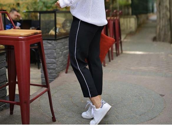 Yanlari şeritli beli lastikli havuc pantolon