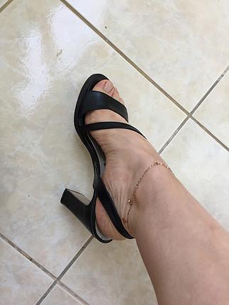 Siyah topuklu