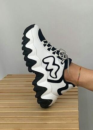 Yeni ayakkabi