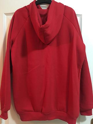 Kırmızı Kapişonlu Sweatshirt