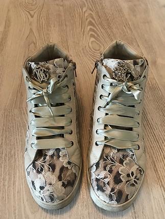 Az kullanılmış bayan ayakkabı