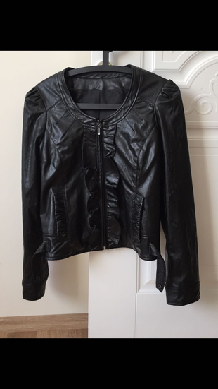 Siyah deri ceket
