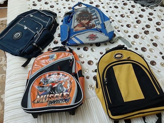 4 adet okul çantası hepsinin toplu fiyatidir