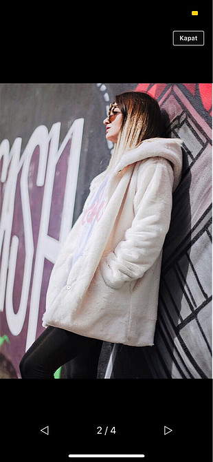 Beyaz kapşonlu kürk