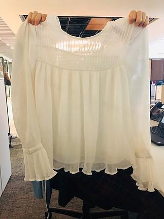 s Beden beyaz Renk Pileli ve volanlı bluz