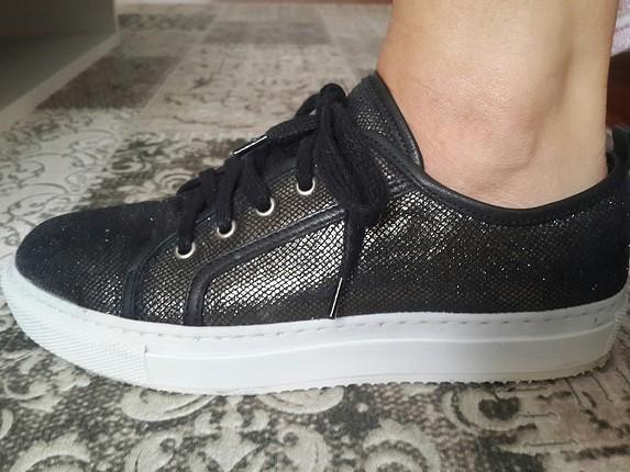 Hotic'ten almıştım fakat benzer ayakkabım olduğu icin satıyorum