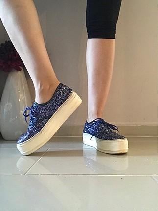 Bol simli renkli ayakkabı