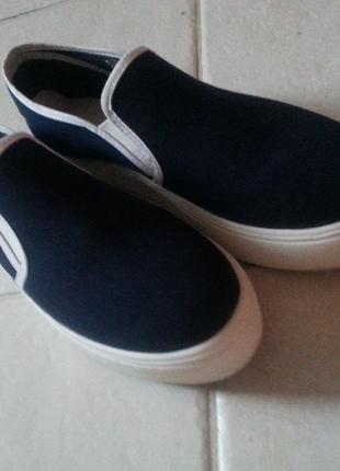 Laciver yüksek ayakkabı