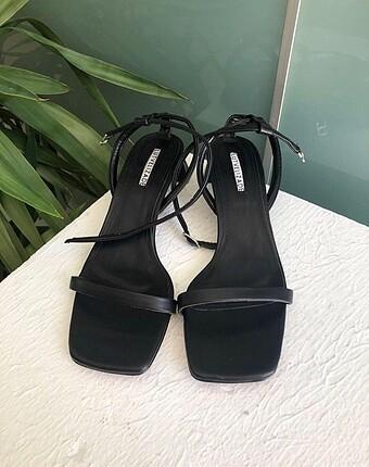 Lutvelizade İnce Bantlı Topuklu Sandalet